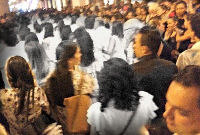 crowd at Dia de Los Muertos callejoneada