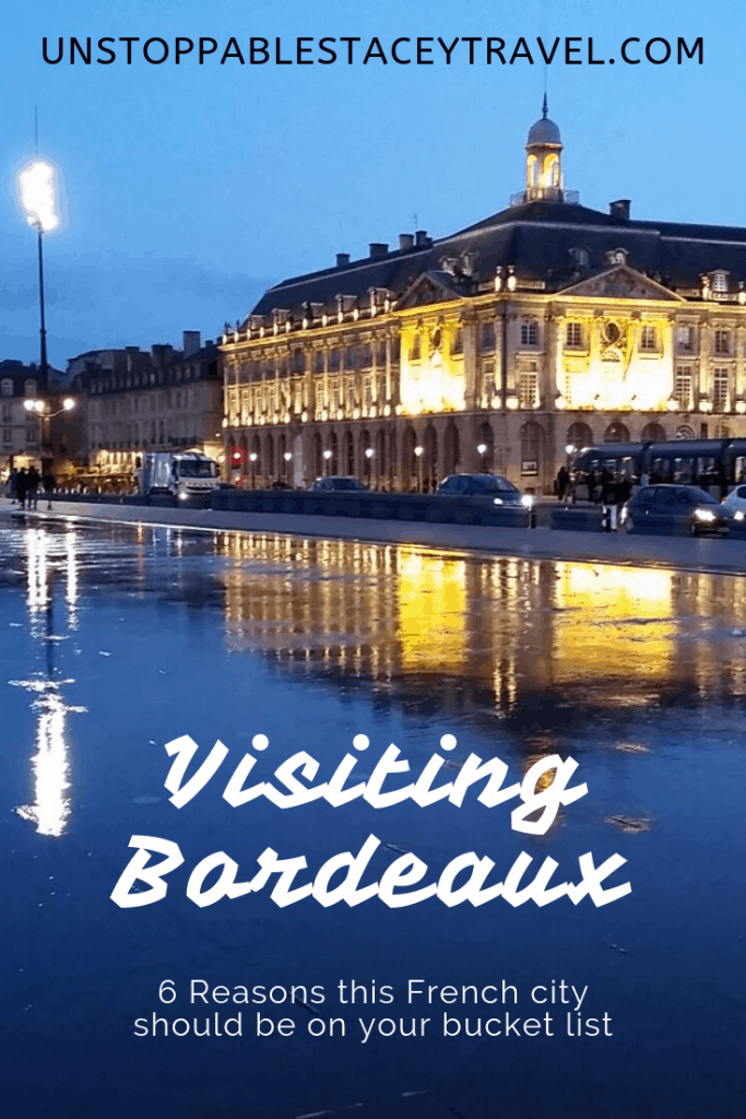 water mirror captures the reflection of the beautiful 17th Century Place de Borse for perfect Bordeaux Instagram Spots