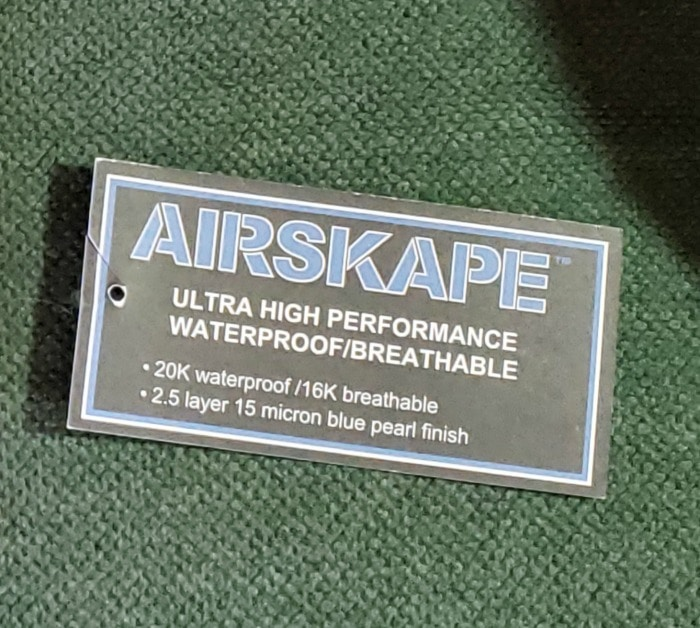 Clothing tag with claim