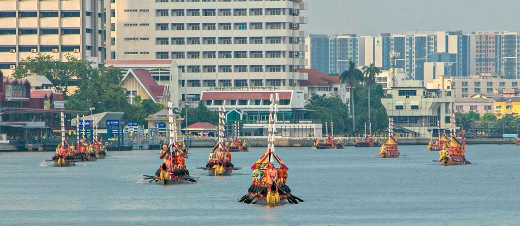 The Ultimate Guide for Viewing the Thai Royal Barge Processional