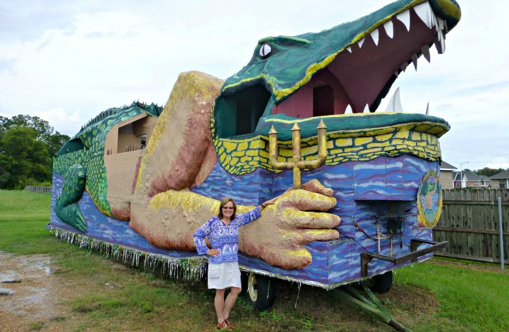 Author is dwarfed by huge, 1/4-block-long float in the shape of an alligator