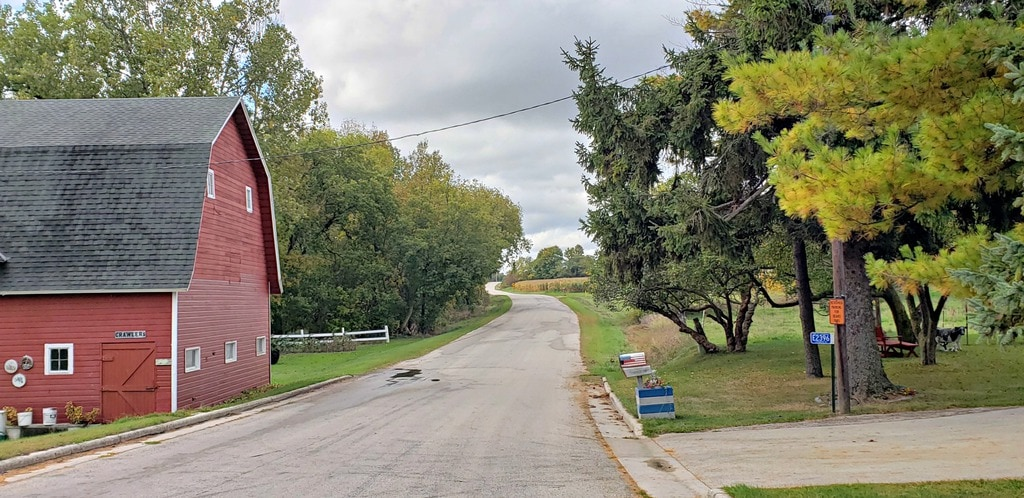 red barn on one side of Wisc Way pilgrimage route, mailbox on the other